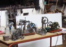 10k, Lynge Olsen, Brønderslev er mester for disse metalskinnende modeller, kun en model af en B.L.A Petroleumsmotor er i de originale farver!  Foto; Ks den 31. maj – GODTHAAB HAMMERVÆRK, Svenstrup ved Aalborg