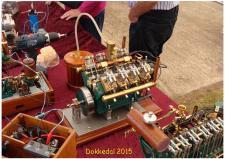 10l, Henry Nielsens V8er – er et smukt stykke kunsthåndværk – og så fungerer den Starter fint med benzin som brændstof! Foto; Ks – Dokkedal den 11. juli 2015