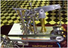 11c, En Vippeboms Dampmaskine med svingregulator. Maskinen er bygget af Lynge Olsen fra Brønderslev! Foto Ks - ModelDampKlubbens udstilling på Industrimuseet i Horsens den 11. oktober 2014