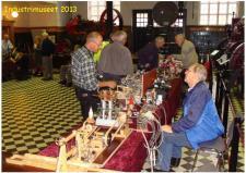 11d, Her ses den anden side af udstillerbordene med de mange modeller på Industrimuseet den 12. oktober