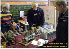 11f, Finn Linnemann fra Thisted demonstrer sin V2 motor for museumsgæster – her ses også en 3cylindret motor fra samme bygmester -  den ser ud til snart at kunne ses i drift! Foto; Bent Hedegaard Bertelsen, Industrimuseet lørdag den 10. oktober 2015.