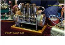 12b, ModelDampKlubben savner lidt flere detaljer om denne 3cylindrede maskine – den er bygget af Finn Linnemann fra Thisted! Foto; Verner Nyhus på Industrimuseet den 10. oktober 2015