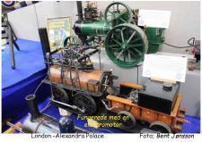 """2b, En model af et af verdens ældste Damplokomotiver vistnok """"the Puffing Billy""""? Fra den årlige udstilling i London på <Alexandra Palace>  Foto; Bent Jønsson, Londonturen 2016"""