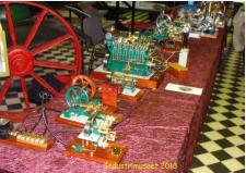 2d, Her et afsnit med de grønne modeller som Henry Nielsen fra Thisted er mester for – læg mærke til den 6 cylindre motor, som jævnlig blev startet op på udstillingen på Industrimuseet! Ks - ModelDampKlubben på Industrimuseet i Horsens den 13. oktober 2013!