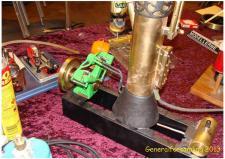 5ø. En Dampmaskine med kedel og occilserende maskine bygget af John Bredahl i Maribo – og John bygger en hel serie, når han nu er i gang! Ks; Udstilling og generalforsamling i Odense på Jernbanemuseet 6. april 2013