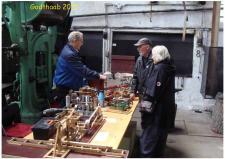 6f, Hans Jørgen med sin Hjejlemaskine på GODTHAAB HAMMERVÆRK – maskineriet var i dagen anledning koblet til en lille elmotor, så den kunne rotere! Foto; Ks den 31. maj – GODTHAAB HAMMERVÆRK, Svenstrup ved Aalborg