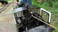7c, Herfra kan Knud Erik Walbjørn styre sit Damplokomotiv rundt på den 110meter lange banelinie i Faarup! Foto; Christian Krogsgaard i Nibe!