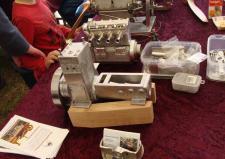 """7k, Her ser vi Gunnar Sørensens model at sin""""gamle Marstal motor"""", jeg har ikke lige dataene for modellen, men originalen er en 5Hk Marstal Motor – du se og læse om modelbyggeriet på Gunnars hjemmeside http://www.123hjemmeside.dk/gunnarsorensen/47386589 Ks: Motortræf og Stumpemarked på Kristiansmindevej i Grenaa i 2013"""