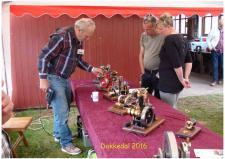 8b, Finn Linnemann fra Holstebro er en produktiv modelbygger, som inden for et par år har bygget disse motorer, der alle kan snurre! Foto; Ks – Dokkedal den 9. juli